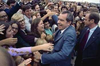 richard-nixon-crowd